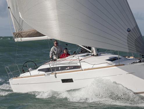 bateau voilier sun odyssey 349 FP1 495x375 - Sun Odyssey 490