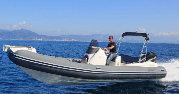 bateau location cap ferret black fin elegance 7 FP1 710x375 - Black Fin Elegance 7