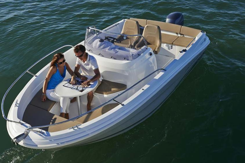 bateau location biscarrosse cap camarat 5 5 cc 1 FP2 845x563 - Comment naviguer à l'année sans acheter votre bateau