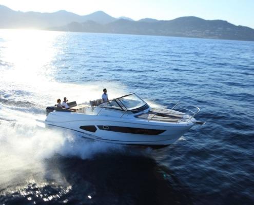 bateau jeanneau cap camarat 10 5 wa vignette1 495x400 - Cap Camarat 10.5 WA