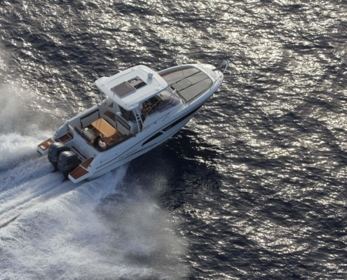 bateau jeanneau cap camarat 9 0 wa vignette2 495x400 - Cap Camarat 9.0 WA