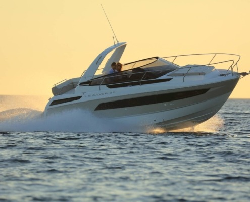 bateau jeanneau leader 30 vignette2 495x400 - Leader 30