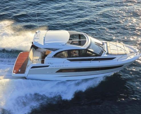 bateau jeanneau leader 33 FP1 495x400 - Leader 33 open avec arceau