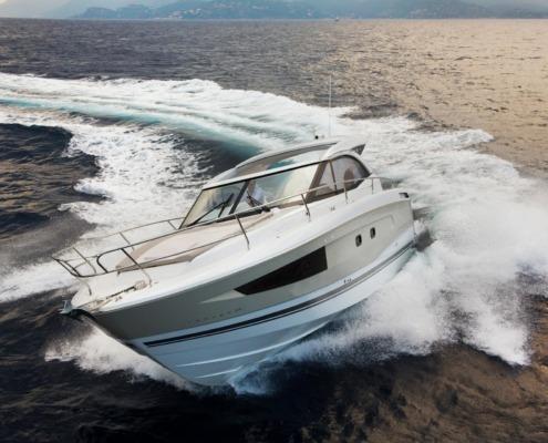 bateau jeanneau leader 36 vignette1 495x400 - Leader 36 open avec arceau