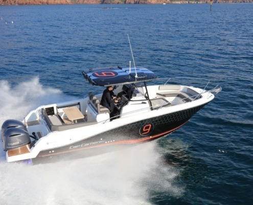 bateau neuf cap camarat 9 0 cc FP7 495x400 - Cap Camarat 9.0 CC