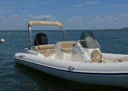 bateau location cap ferret black fin elegance 8 FP2 260x185 - Black Fin Elegance 8